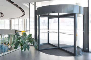 Автоматическая карусельная дверь Geze