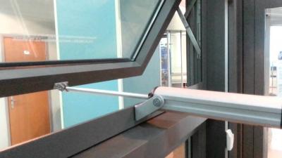 Монтаж штокового электропривода на окно